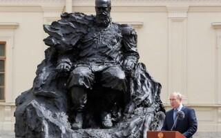 Путин поучаствовал в открытии памятника Александру III в Гатчине